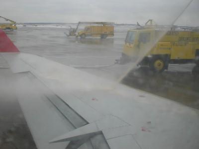 Deicing a plane