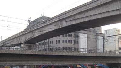 MRT (lower) meets LRT Line-2 (upper)