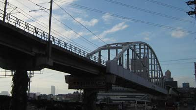 MRT's bridge is one of the newest that crosses Pasig River